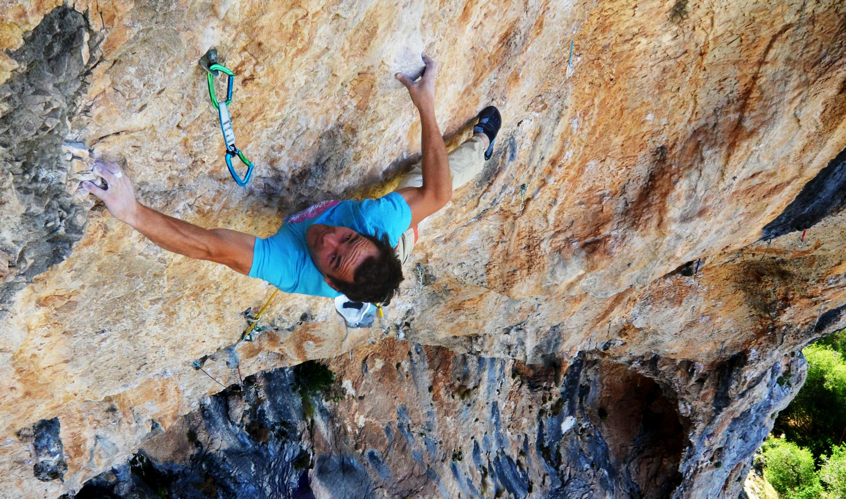 Marvin climbing Mandanga total (9a)